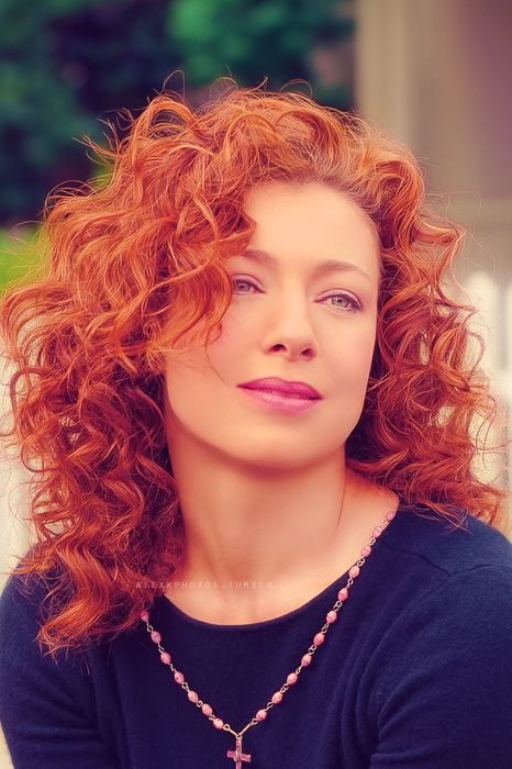 Alex Kingston Hairstyle Pictures