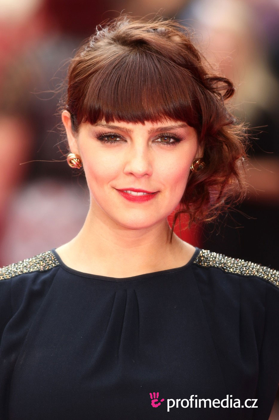 Annabel Scholey Hairstyle Pictures