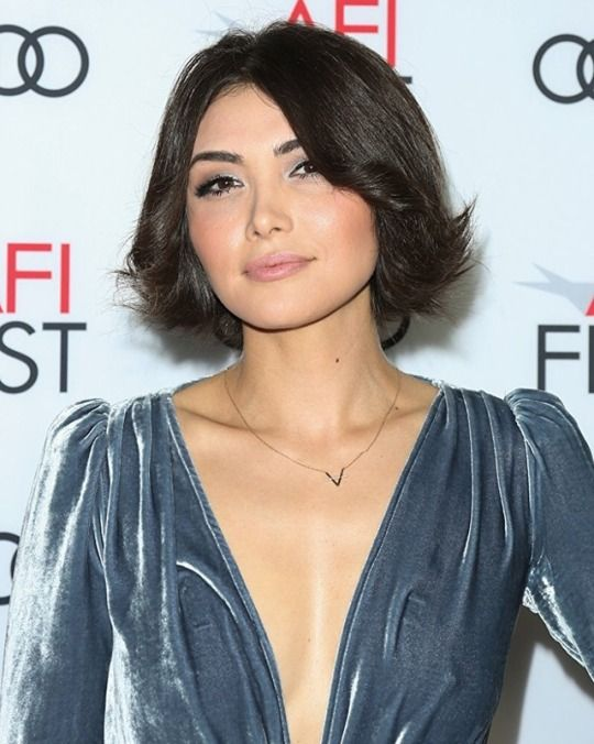 Daniella Pineda Hairstyle Pictures