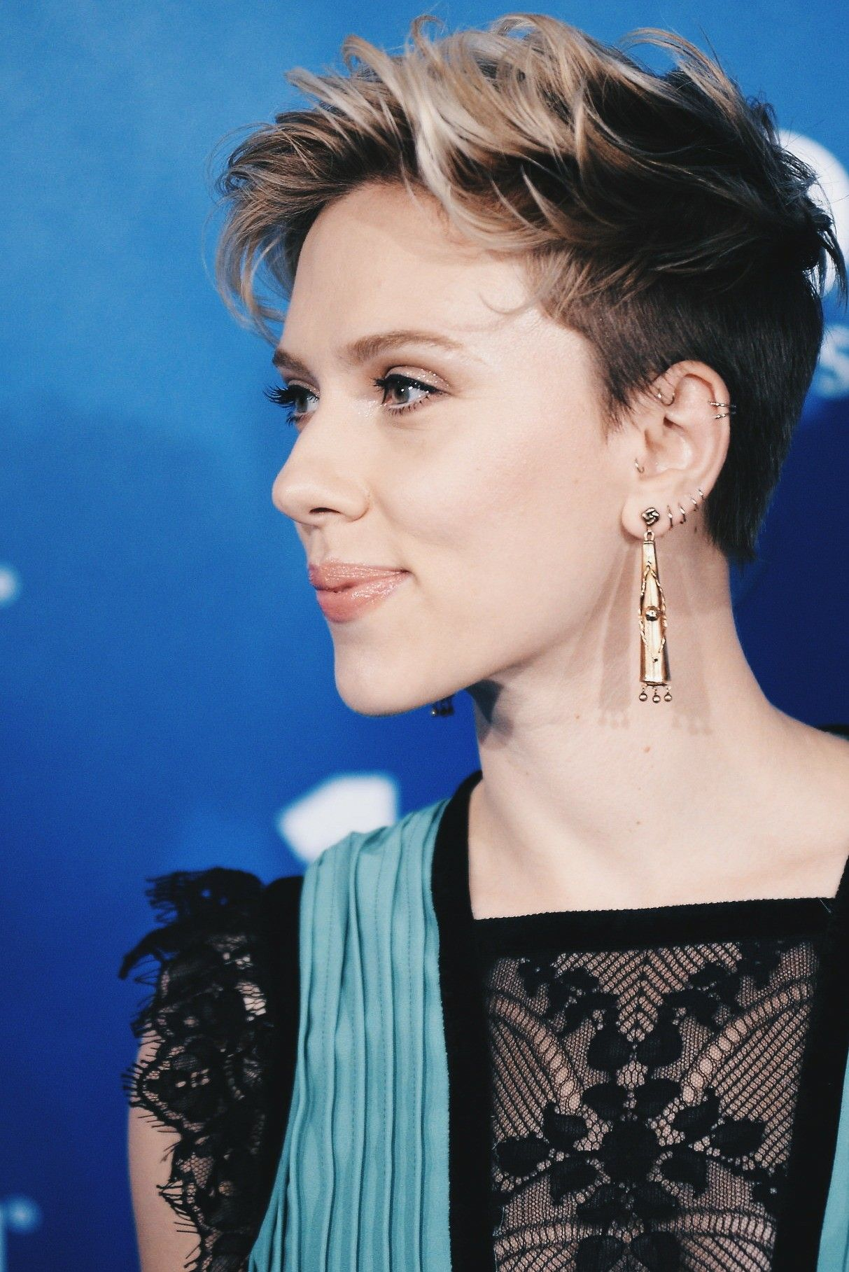 Scarlett Pomers Hairstyle Pictures